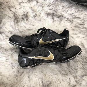 sprinting spike shoes